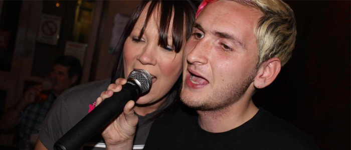 Duo singing at the Maidens Head, Uckfield